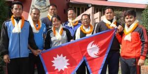 नेपाली भारोत्तोलन टोलीका सदस्य बिदाइ पछि तस्वीर खिचाउदै ।