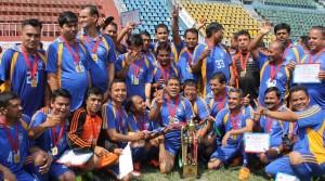 निजामति सेवा दिवसका अवसरमा आयोजित फुटबल विजेता ट्रेड युनियन टोली ।