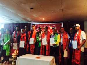 काठमाडौं जिल्ला क्रिकेट संघका निर्वाचित अध्यक्ष दिवाकर घले र सदस्यहरु ।