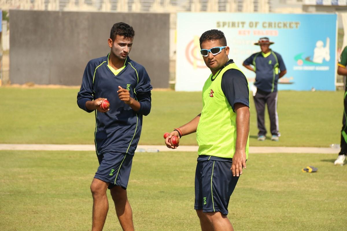 दुबईमा नेपाली क्रिकेट टोलीको प्रशिक्षण [फोटोहरु]