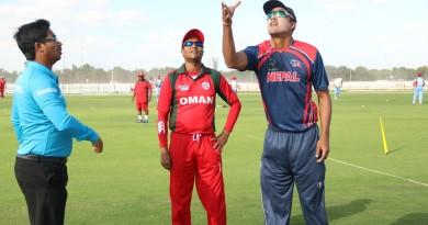 टसका क्रममा नेपालका कप्तान पारस खड्का र ओमानका कप्तान सुल्तान अहमद