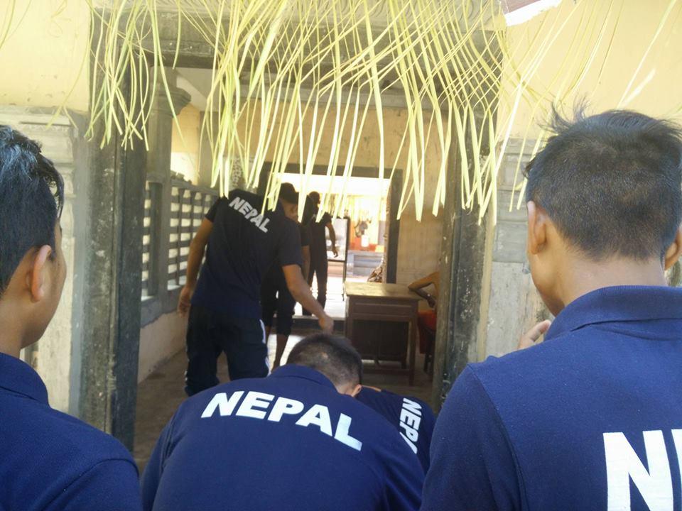 आज नेपाल र भारत भिड्दै, बिहानै मन्दिर दर्शन