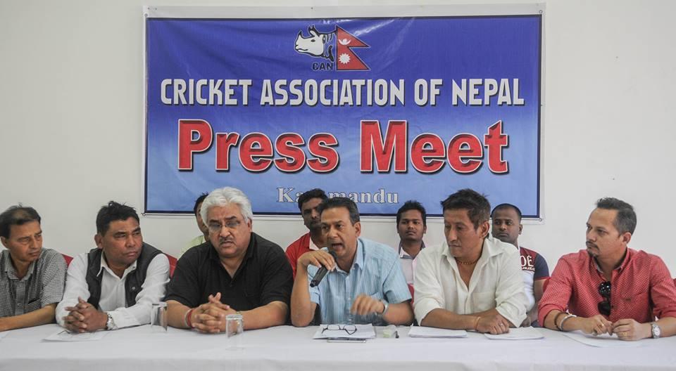 पत्रकार सम्मेलनमा निर्वाचित नेपाल क्रिकेट संघ (क्यान) का पदाधिकारी ।