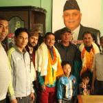 विदाईपछि मुकुन्द्र महर्जन र पर्शुराम बास्तोलाका साथ नेपाल पत्रकार महासंघका पदाधिकारी ।