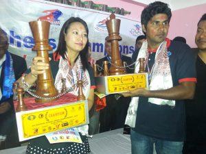 काठमाडौंकी सिन्दिरा जोशी र झापाका भुपेन्द्र निरौला उपाधिका साथ ।