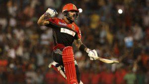 दिल्लीलाई हराउने क्रममा अविजित ५४ रन बनाएका बैंड्लोरका कप्तान विराट कोहलीको जितपछिको खुसी यस्तो थियो ।