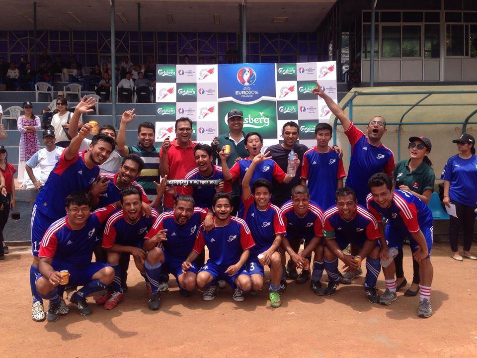मैत्रीपूर्ण खेल जितेपछि नेपाल खेलकुद पत्रकार मञ्चका खेलाडी ।