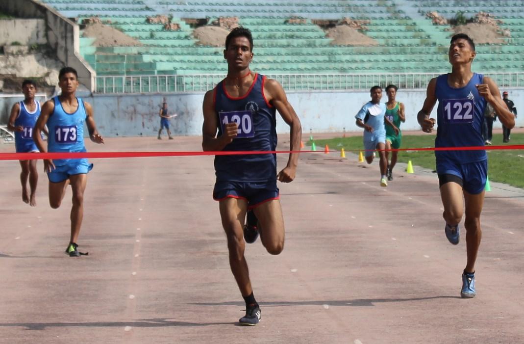 राष्ट्रपति रनिङ सिल्ड खेलकुदको ४ सय मिटर दौडमा पहिलो भएका मध्यमाञ्चलका चन्देश्वर पटेल ।