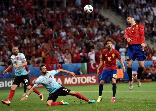 Morata scoring against Turkey