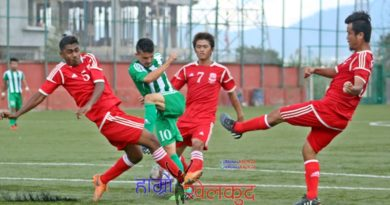 birendra-thapa-of-nrt-green-is-surrounded-by-rct-defenders-red