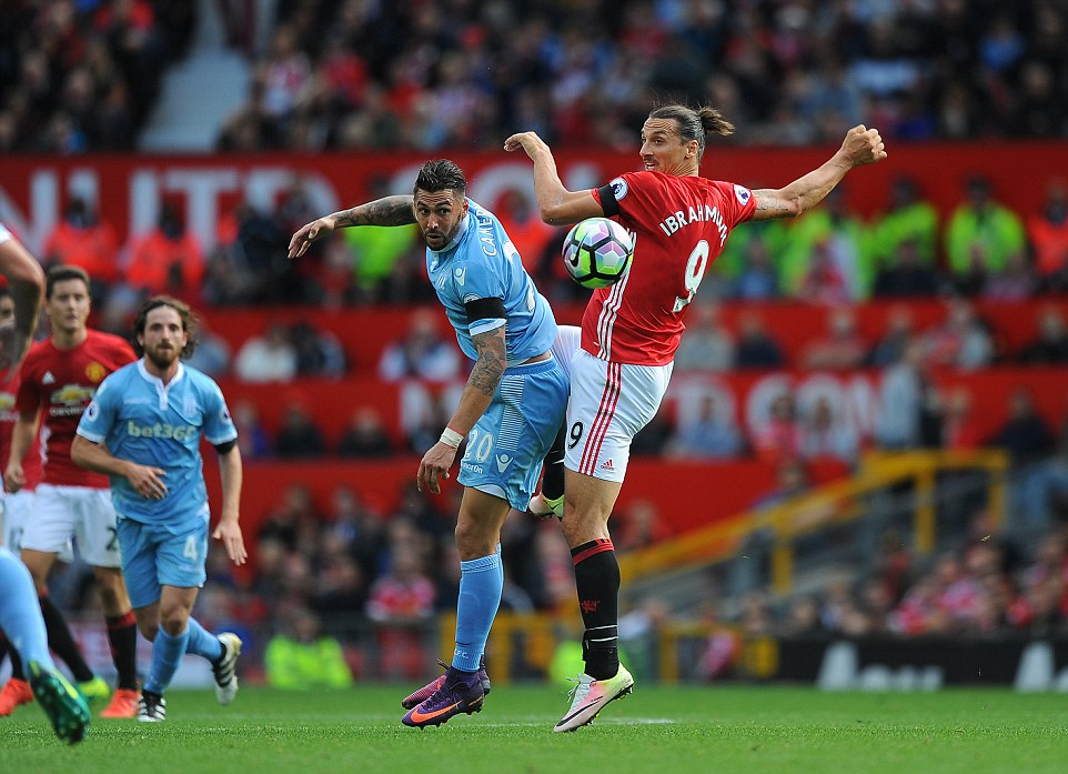 Manchester United 3818183-image-a-54_1475410677066