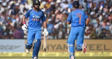 भारतको विजयमा धोनी र युवराजको शतक