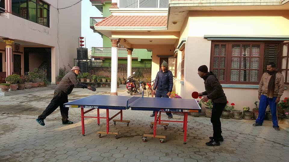 पूर्व प्रम ओली र पूर्व कप्तान हरि एक बिहानै टेबल टेनिसमा भिडे