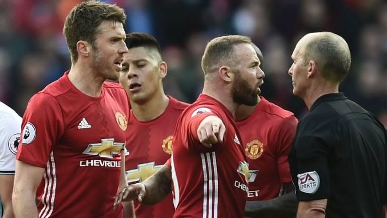 skysports-manchester-united-mike-dean_3921224