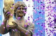 म्याराडोनाले गरे भारतमा आफ्नो मूर्ति उद्घाटन