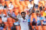 भारत १० विकेटले विजयी